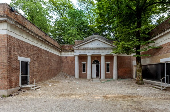 The forecourt of the Monticello-inspired U.S. pavilion is covered in gravel and debris.