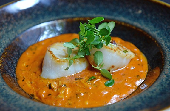 The crab scallop meljolfeatures two seared scallops and lump crab meat in a buttery tomato sauce.