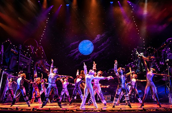 art05_cats_the_north_american_tour_company_of_cats._photo_by.jpg