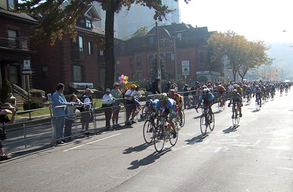 There were 23,800 spectators from outside the area at the 2003 UCI Road World Championships in Hamilton, Ontario.
