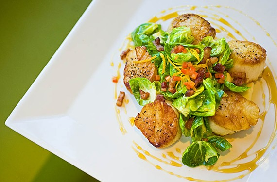 The Daily Kitchen & Bar, which offers such highlights as seared scallops on its healthy-food menu in Carytown, is expanding to the GreenGate development in Short Pump.