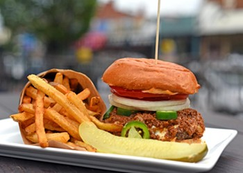 Food Review: Citizen Burger Bar Is a Worthy Contender for America's Favorite Meal