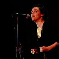 Amelia Curran as Edith Piaf