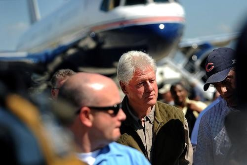 Clinton arrives in Haiti to survey earthquake damage