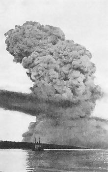 -Halifax_Explosion_blast_cloud_restored.jpg