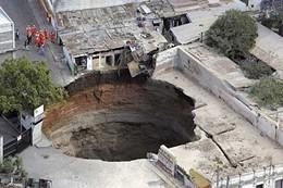guatemala-sink-hole-2.jpg