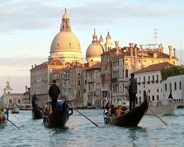 gondola-venice-italy.jpg