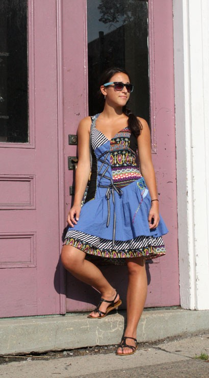 Malea knew a necklace would be too much with this psychedelic dress---paisley, stripes, ribbon and embroidery all together demand simple accessories. Smartly she pairs it with turquoise Wayfarers, a cotton bag in a blue floral print and basic black sandals.