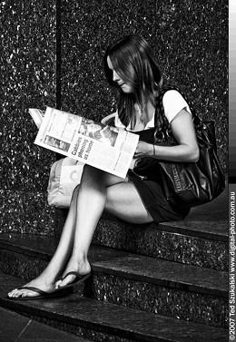 girl_reading_newspaper_mg_2542_jpg-magnum.jpg