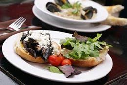 So-so Soho Dinner-minus-decor-plus-good server equals Soho follow-up Foggy Goggle. photo Jule Malet-Veale.