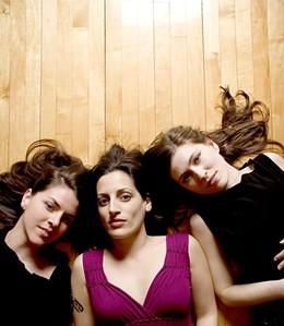the-wailin-jennys-female-rock-musicians-23576119-450-518.jpg