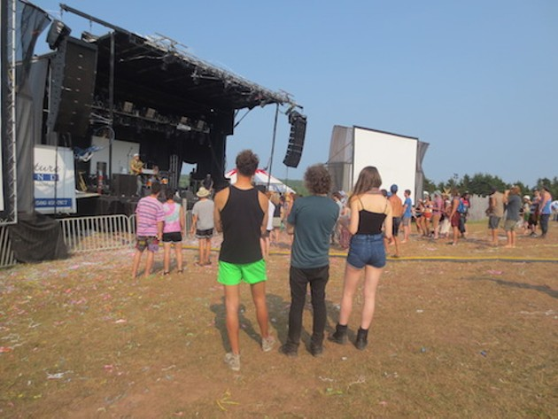 Festivalgoers check out Moon Hooch
