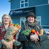 Many hands make light work at the Mobile Food Market