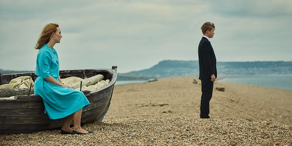 Saoirse Ronan and Billy Howle can't connect On Chesil Beach. - ELEVATION PICTURES