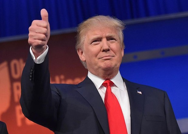 483208412_real_estate_tycoon_donald_trump_flashes_the_thumbs_jpg-magnum.jpg