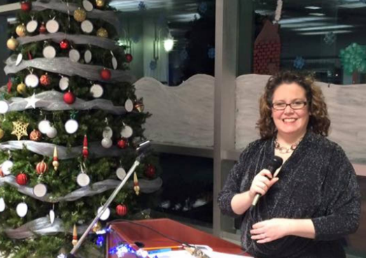 Radio broadcaster Lisa Blackburn pictured here with a non-robotic Christmas tree. - VIA LISABLACKBURN.CA
