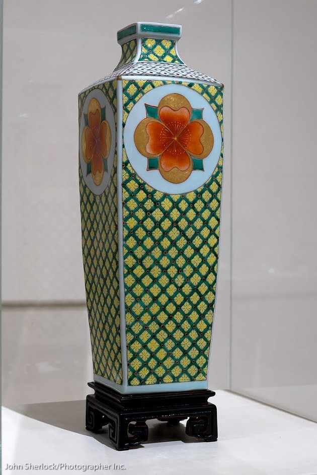 Vase with Flower Medallion, Porcelain, Press-mould with original icon, Porcelain, 24k Roman Gold, 22k German gold, Chinese over-glaze enamels (gucai) - JOHN SHERLOCK
