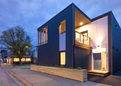 """Airbnb listings seeing increased revenue, more """"Superhosts"""""""
