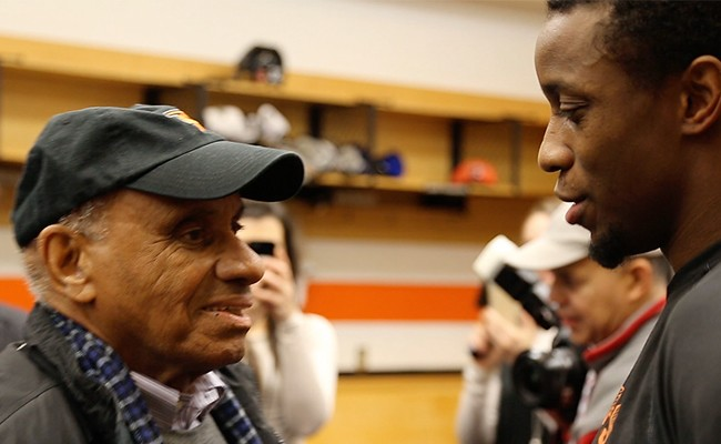 Willie O'Ree, a guest at this week's panel, and Wayne Simmonds chat - SOULONICEMOVIE.COM