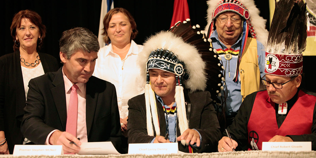 Premier Stephen McNeil, Chief Leroy Denny and Chief Robert Gloade sign a memorandum of understanding on treaty education in 2015. - NOVA SCOTIA