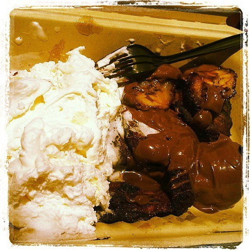 Kadooks maduros, with whipped cream and spicy Nutella sauce.