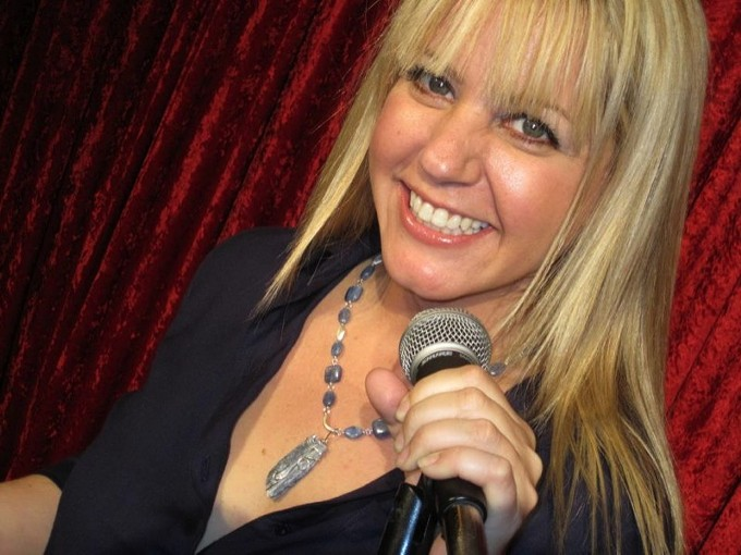 Lisa Landry kicks things up a notch at the Surly Wench. - OFFTHEHOOKCOMEDYCLUB.BLOGSPOT.COM