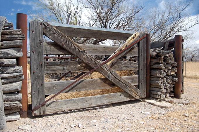 Retaque Fences