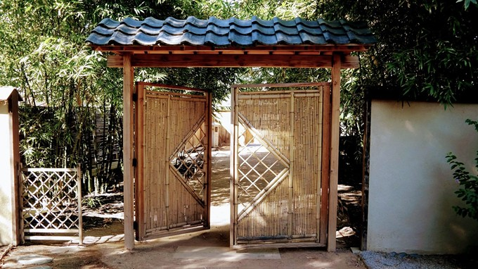 bamboo_alley_and_gate.jpg