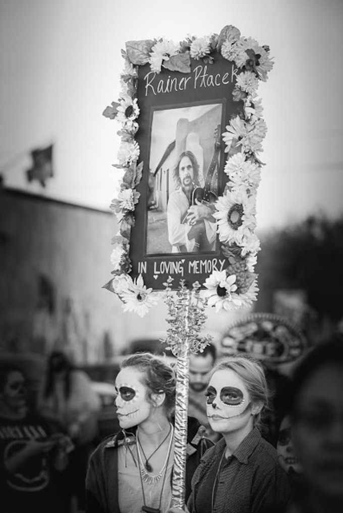 Lily Ptacek (right) marches with her cousin Frida Dell'Oliver to remember her father Rainer at the November 2015 All Souls Procession.