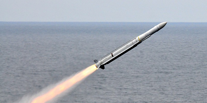 An RIM-162 Evolved Sea Sparrow missile is launched from the aircraft carrier USS Carl Vinson (CVN-70) off the coast of Southern California, on 23 July 2010.