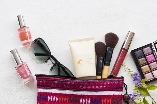 bigstock-sunscreen-spf--brush-lipsti-264411010.jpg