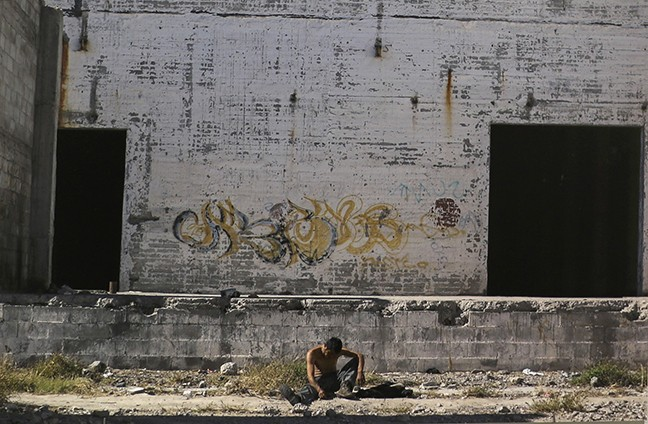 Hermosillo photographer Nahatan Navarro documented the lives of people who once lived in abandoned warehouses on the edge of the Sonoran city in Los que se quedan/Those Who Stay, now on display at Bernal Gallery.