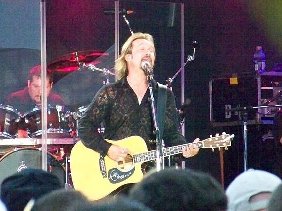 American Country Music singer Travis Tritt at a concert in 2009 - https://www.flickr.com/photos/redden-mcallister/3731567133/ - COURTESY PHOTO CHUCK REDDEN (FLICKR USER: REDDEN-MCALLISTER)