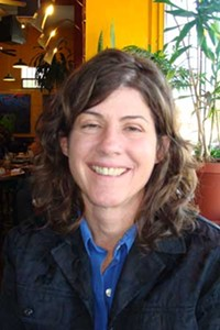 MARI HERRERAS - Vicki Gaubeca